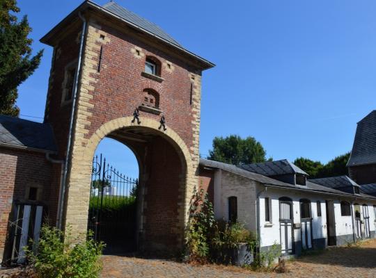 Definitieve bescherming van abdijhoeve Hof ten Brukom in Sint-Pieters-Leeuw
