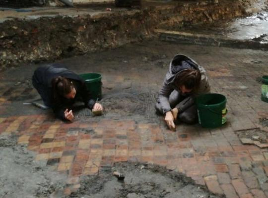 Unieke middeleeuwse vloer gevonden in hartje Brugge